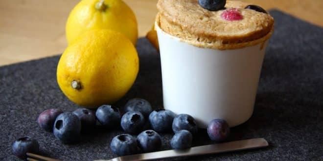 rezept f r einen zitronen blaubeer tassenkuchen ohne zucker. Black Bedroom Furniture Sets. Home Design Ideas