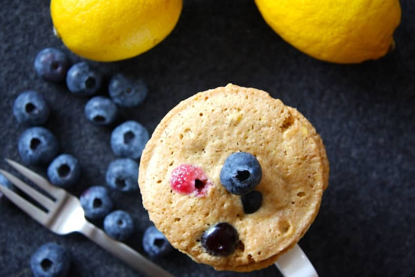 Zitronen-Blaubeer-Tassenkuchen