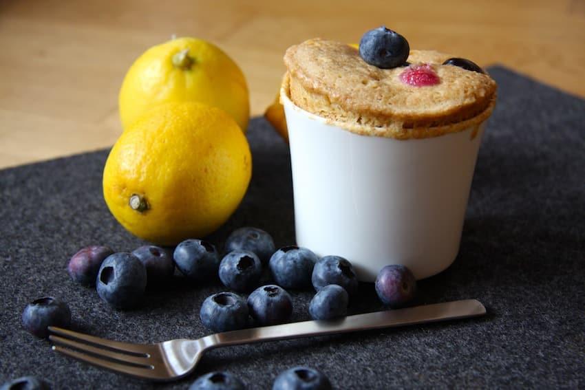 Blaubeer-Tassenkuchen ohne Zucker