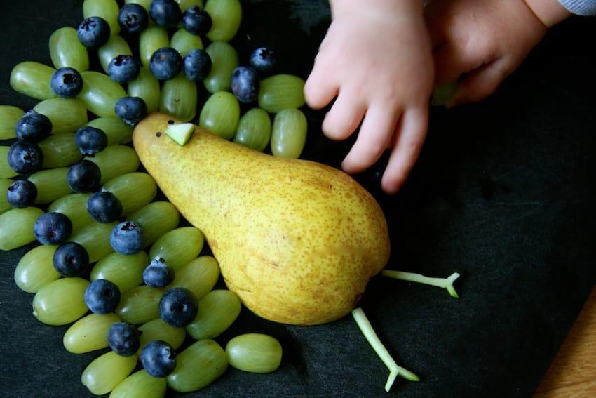 Fruchtiger Pfau - perfekt, wenn man Obst auf Kindergeburtstagen reichen möchte